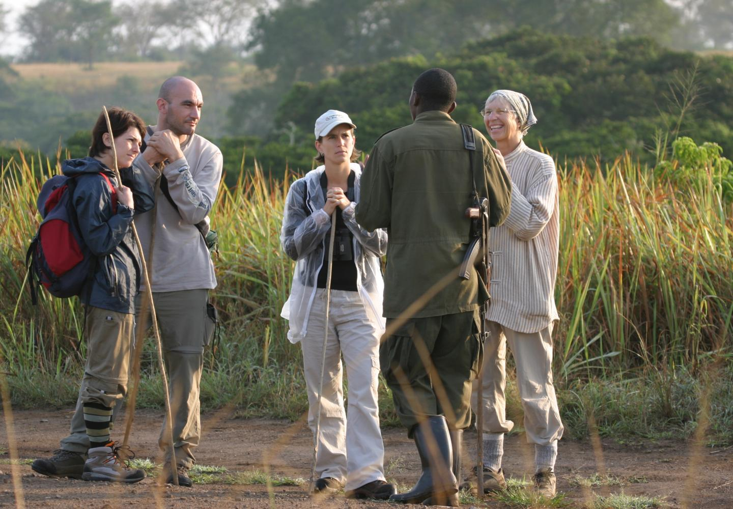Briefing by Ranger before the Kyambura hike (Queen Elizabeth NP, Uganda)nda